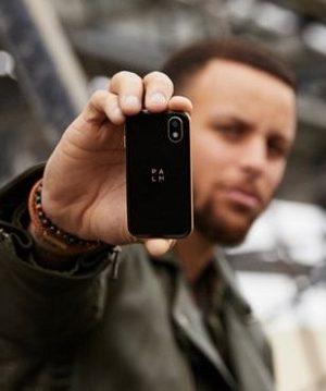 Tiny Palm Smartphone Baffles Gadget Fans